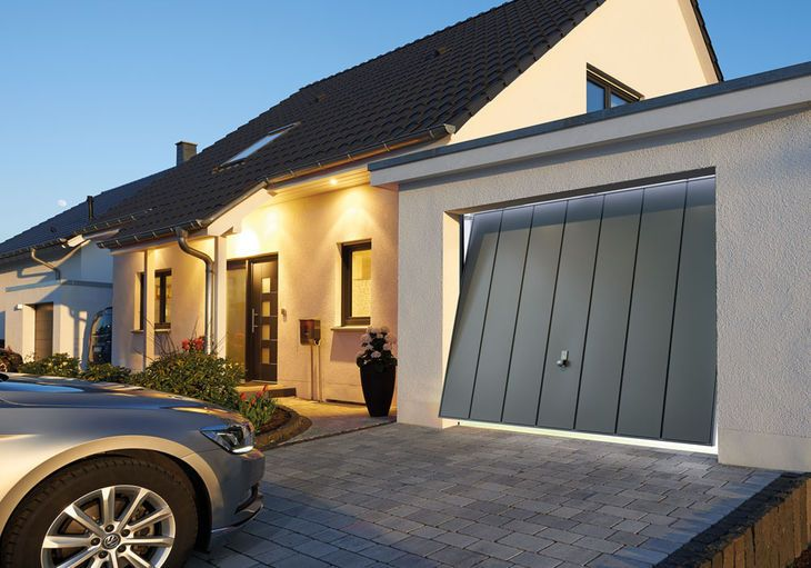 Portoni da garage porte d 39 ingresso e porte for Saracinesche per garage